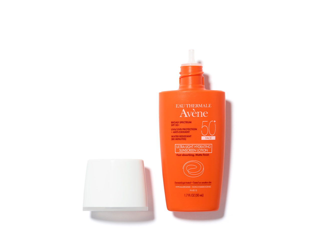Eau Thermale Avène Ultra-Light Hydrating Sunscreen Lotion SPF 50 for Face in 1.3 oz | Shop now on @violetgrey https://www.violetgrey.com/product/ultra-light-hydrating-sunscreen-lotion-spf-50-for-face/AVE-P0001521