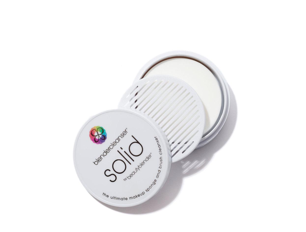beautyblender Solid™ blendercleanser® in 1 oz   Shop now on @violetgrey https://www.violetgrey.com/product/solid-blendercleanser-r/BBL-5097