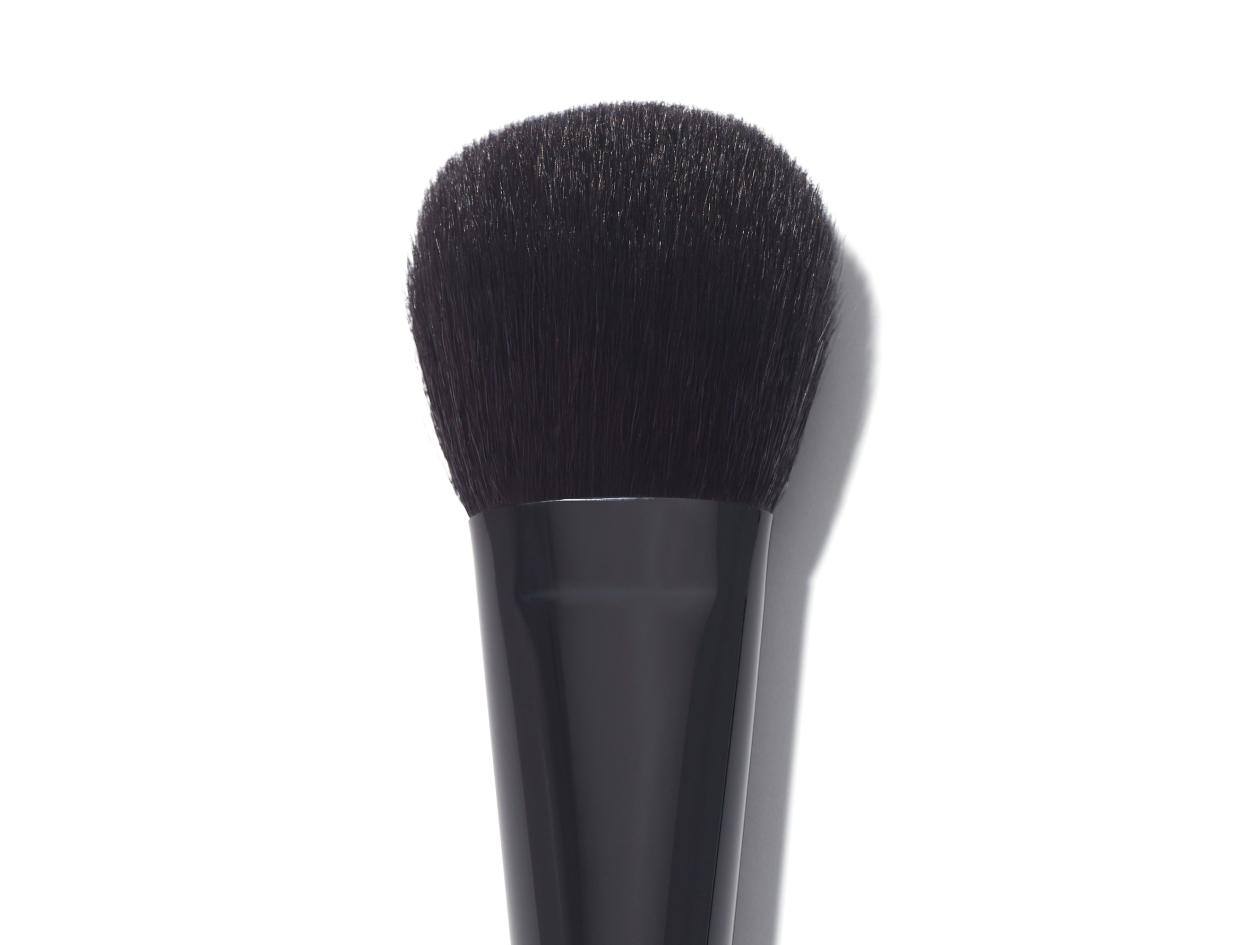 Chanel Les Pinceaux De Chanel Blush Brush   Shop now on @violetgrey https://www.violetgrey.com/product/pinceau-blush-brush/CHN-138300