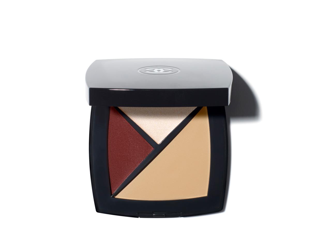 Chanel Palette Essentielle in 160 - Beige Médium/Concealer/Highlighter/Blush   Shop now on @violetgrey https://www.violetgrey.com/product/palette-essentielle/CHN-149160