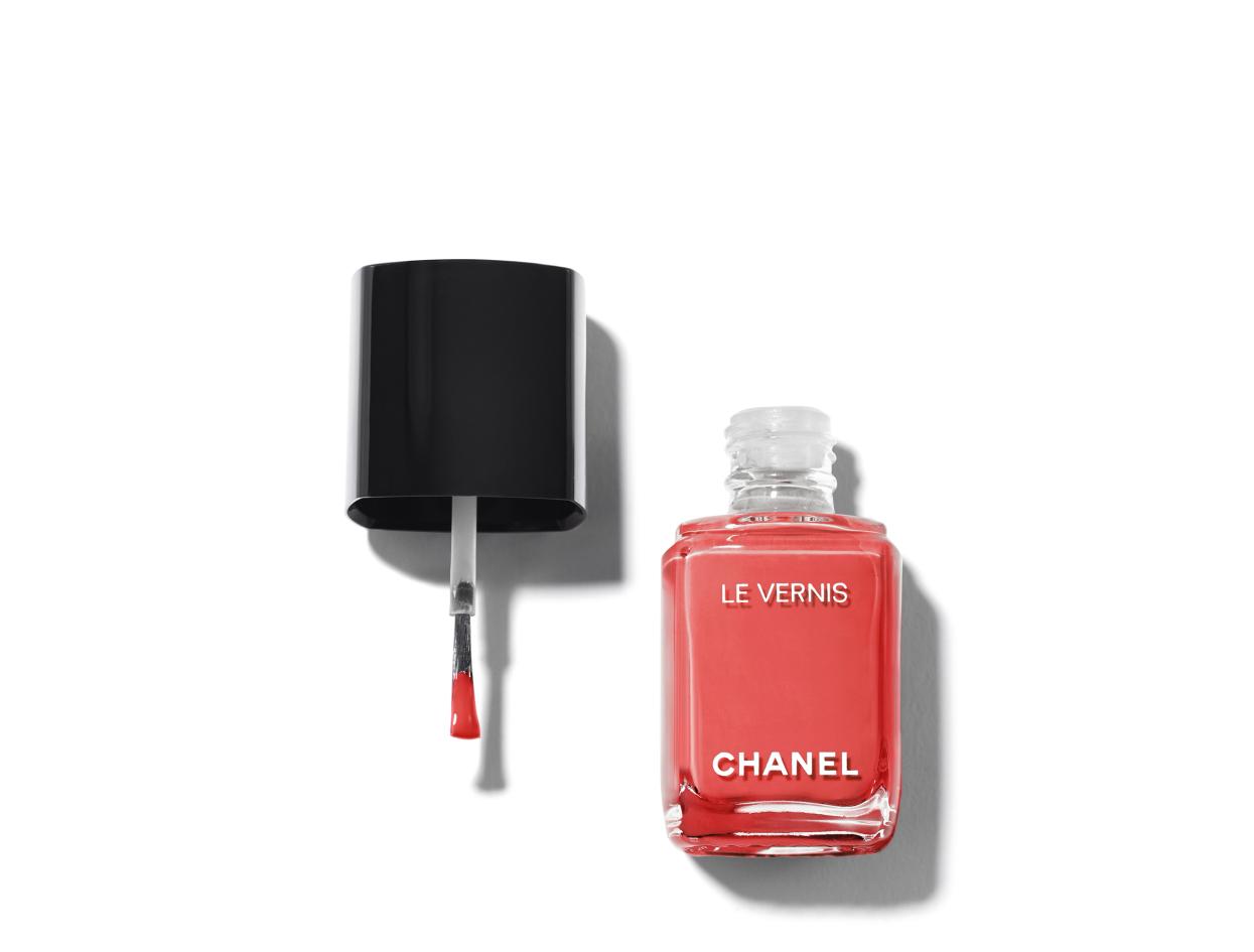 Chanel Le Vernis Longwear Nail Colour in 562 Coralium | Shop now on @violetgrey https://www.violetgrey.com/product/le-vernis-longwear-nail-colour/CHN-159562