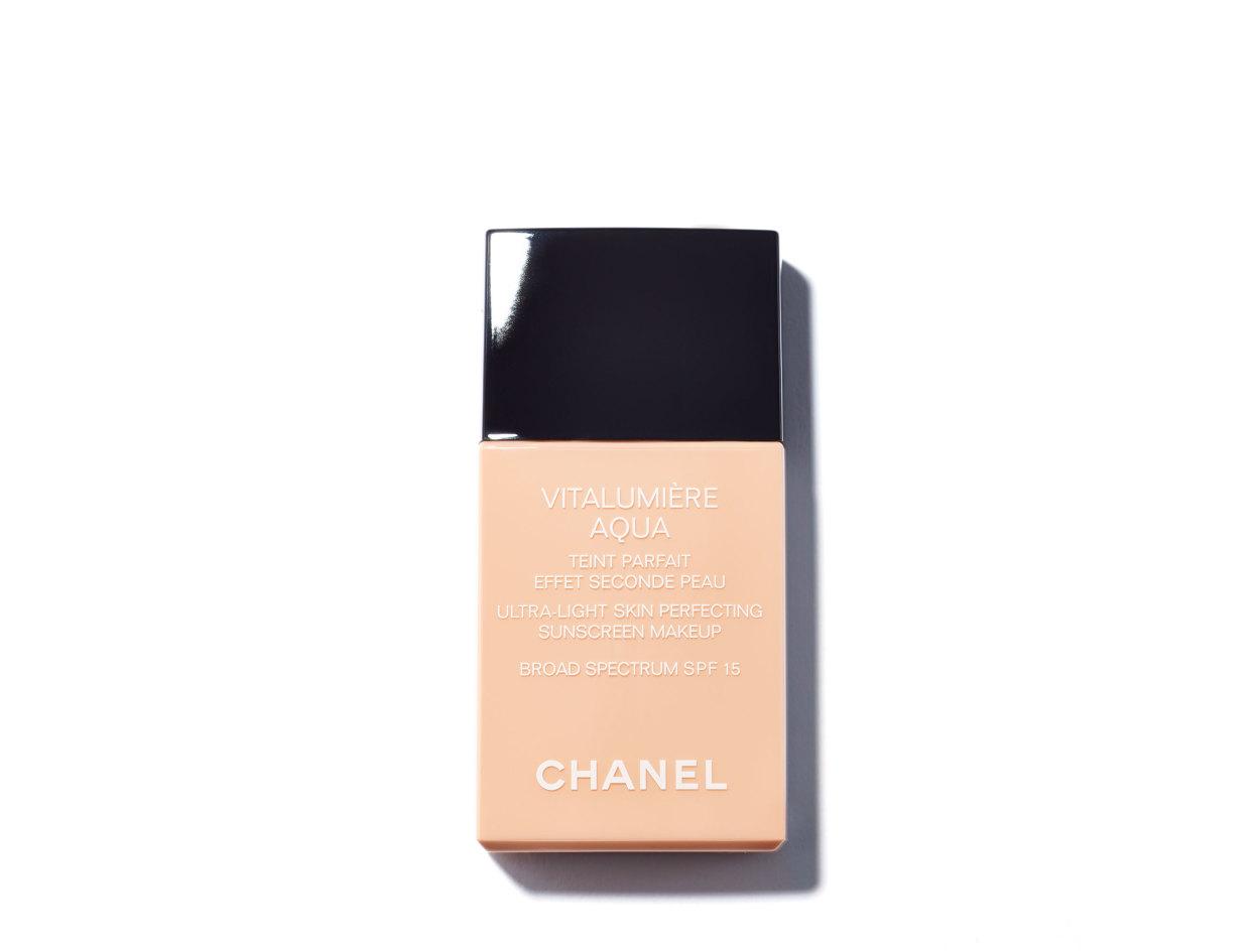 Chanel Vitalumière Aqua Ultra-Light Skin Perfecting Sunscreen Makeup Broad Spectrum SPF15 in 40 Beige | Shop now on @violetgrey https://www.violetgrey.com/product/vitalumiere-aqua-ultra-light-skin-perfecting-sunscreen-makeup-broad-spectrum-spf15/CHN-170896