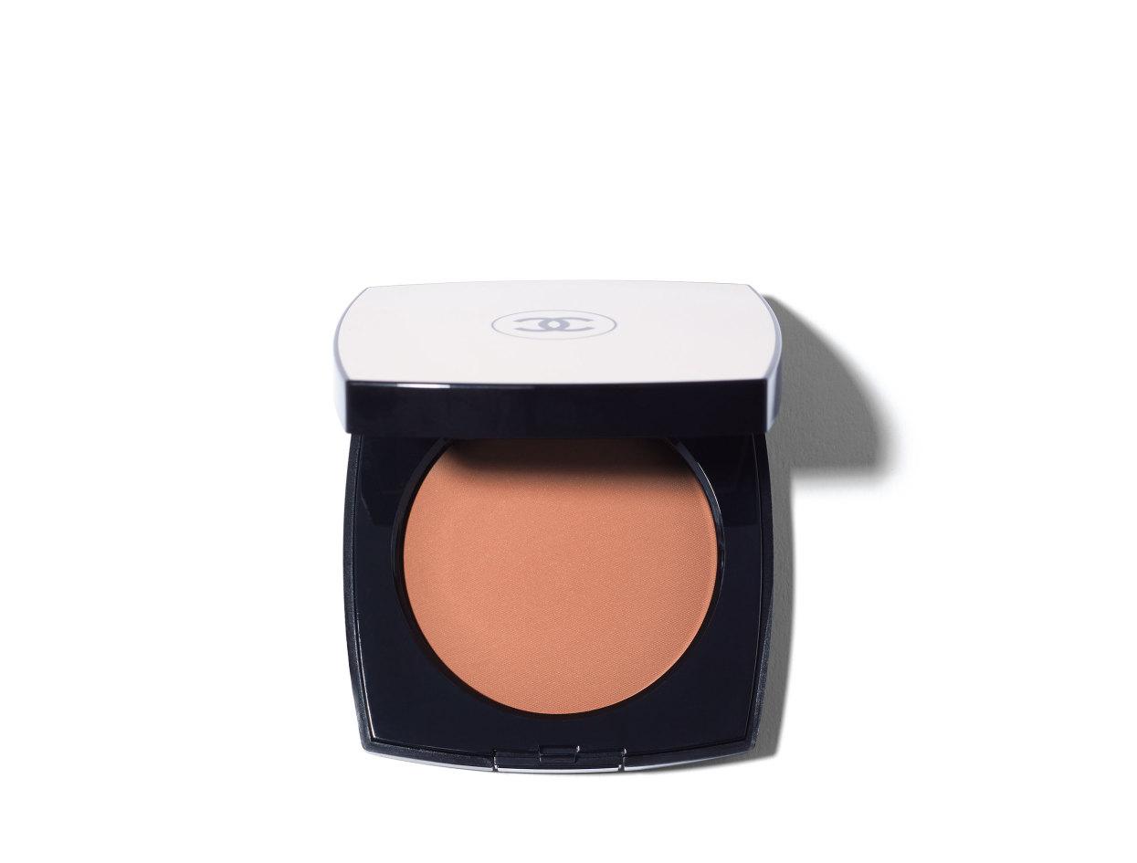 Chanel Les Beiges Healthy Glow Sheer Colour in N°50 | Shop now on @violetgrey https://www.violetgrey.com/product/les-beiges-healthy-glow-sheer-colour-spf-15/CHN-186456