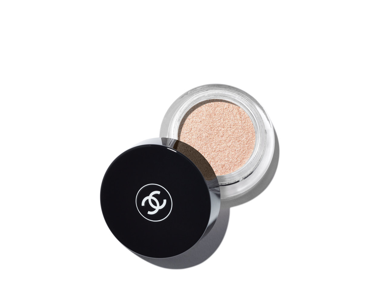 Chanel Illusion D'Ombre Long Wear Luminous Eyeshadow in Convoitise | Shop now on @violetgrey https://www.violetgrey.com/product/illusion-dombre-long-wear-luminous-eyeshadow/CHN-189900