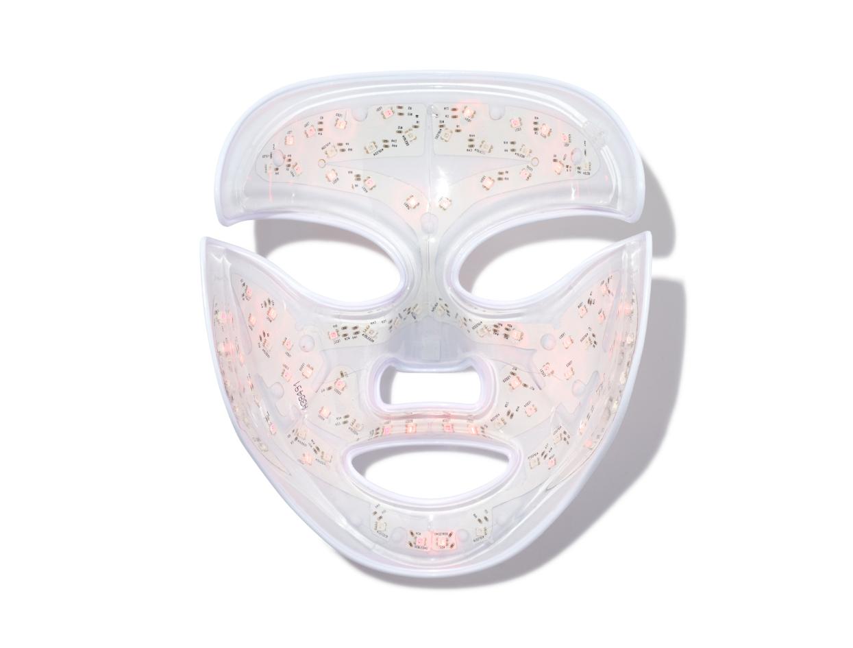 Dr. Dennis Gross DRx SpectraLite™ FaceWare Pro | Shop now on @violetgrey https://www.violetgrey.com/product/led-mask/DG-BA567210