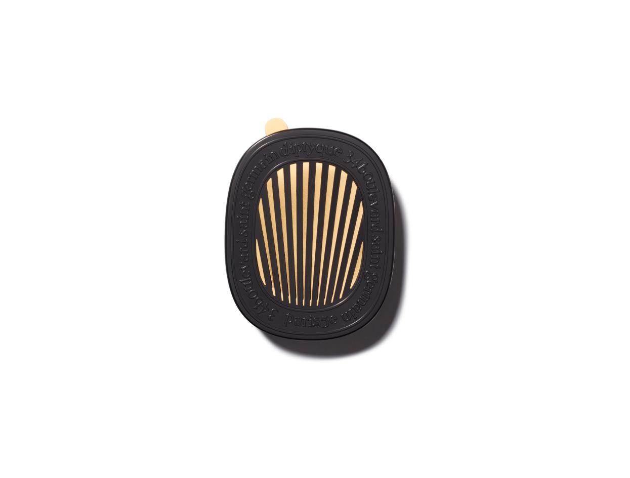 Diptyque Car Diffuser Set with Cartridge in Baies | Shop now on @violetgrey https://www.violetgrey.com/product/car-diffuser-set-with-cartridge-in-baies/DIP-CARDIFB