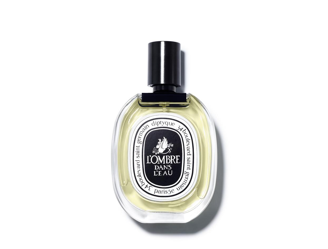Diptyque L'Ombre dans l'Eau Eau de Toilette in 3.4 oz | Shop now on @violetgrey https://www.violetgrey.com/product/lombre-dans-leau/DIP-OMBRE100V1