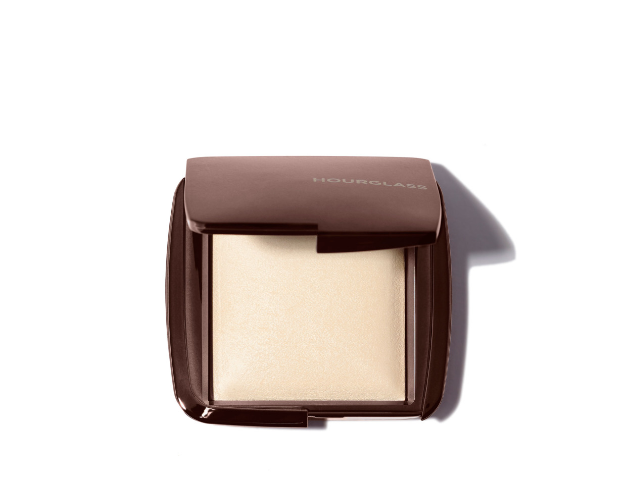 Hourglass Ambient Lighting Powder in Diffused Light | Shop now on @violetgrey https://www.violetgrey.com/product/ambient-lighting-powder/HOU-CPDA203
