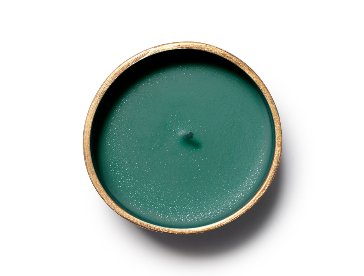 Joya Foxglove Gold Rim Porcelain Candle in 9.2 oz | Shop now on @violetgrey https://www.violetgrey.com/product/foxglove-gold-rim-porcelain-candle/JOY-FVSS-CAN-FOX