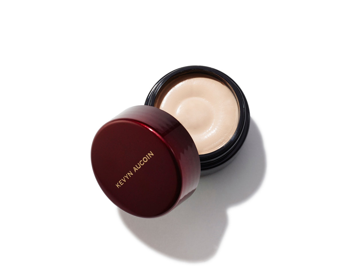 Kevyn Aucoin Sensual Skin Enhancer in SX 1 | Shop now on @violetgrey https://www.violetgrey.com/product/sensual-skin-enhancer/KEV-030501