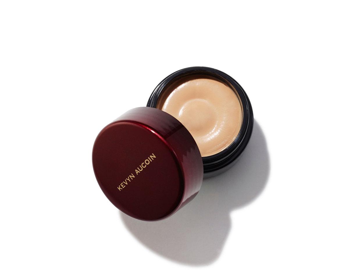 Kevyn Aucoin Sensual Skin Enhancer in SX 7 | Shop now on @violetgrey https://www.violetgrey.com/product/sensual-skin-enhancer/KEV-030507