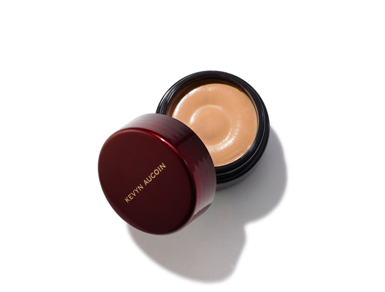 Kevyn Aucoin Sensual Skin Enhancer in SX 8 | Shop now on @violetgrey https://www.violetgrey.com/product/sensual-skin-enhancer/KEV-030508