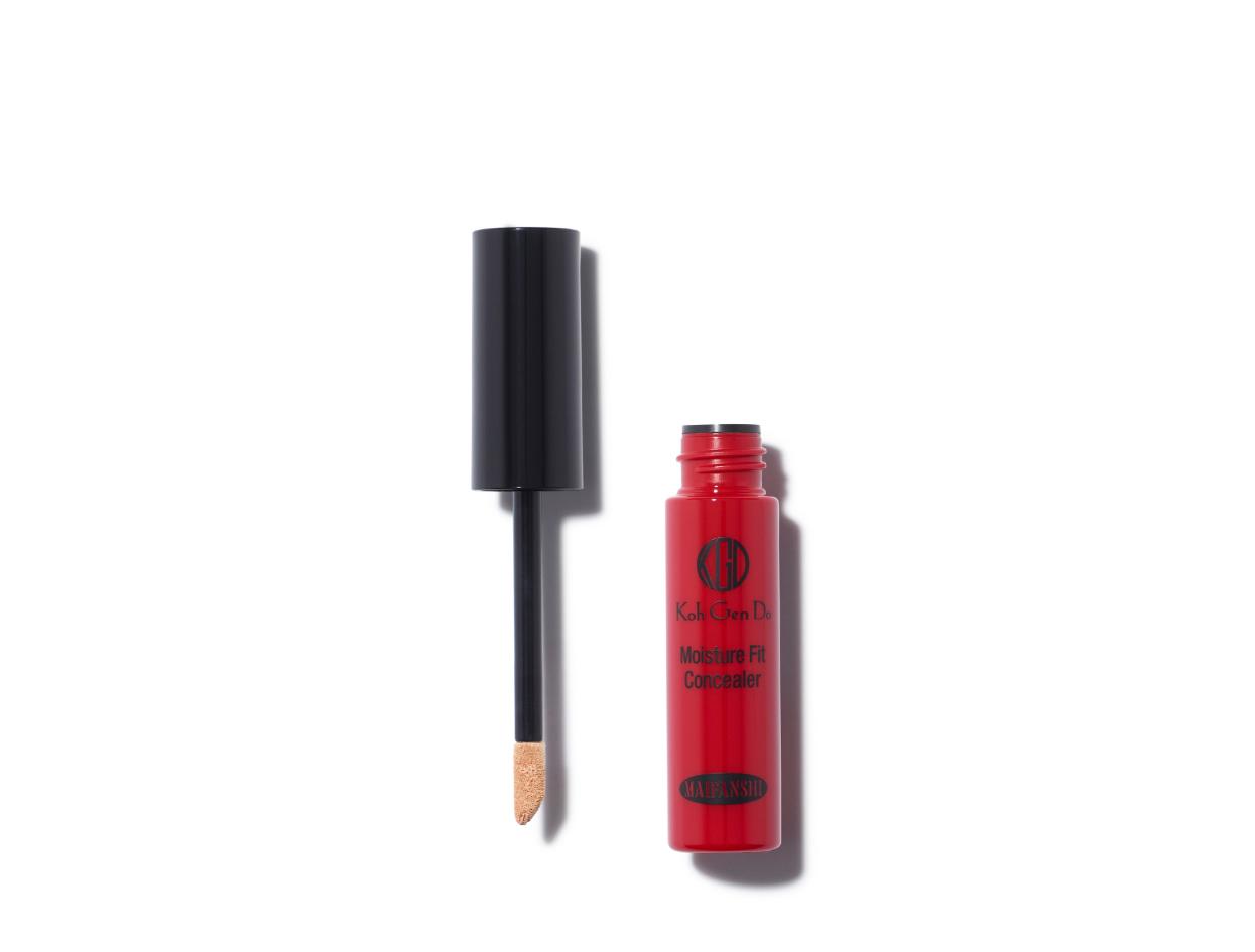 Koh Gen Do Maifanshi Moisture Fit Concealer in Light 02 | Shop now on @violetgrey https://www.violetgrey.com/product/moisture-fit-concealer/KGD-A-MFC-02