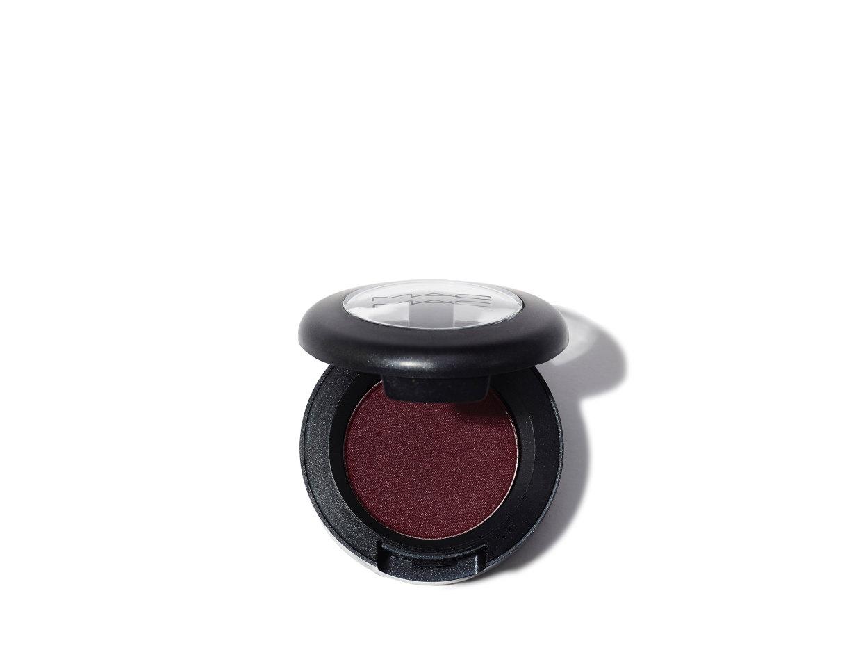 M·A·C Eye Shadow in Sketch Velvet   Shop now on @violetgrey https://www.violetgrey.com/product/eye-shadow/MAC-M250-30