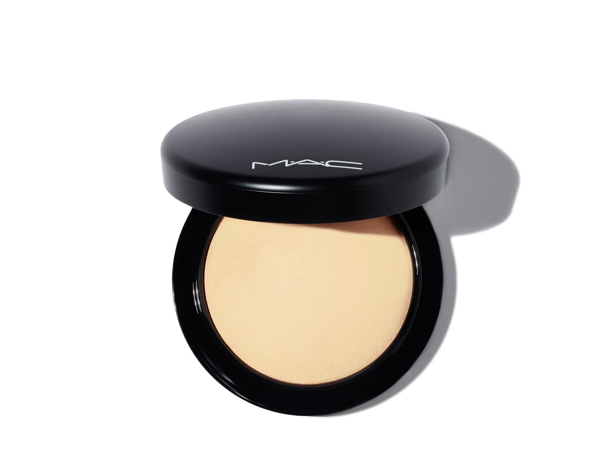 M·A·C Mineralize Skinfinish Natural Powder in Medium | Shop now on @violetgrey https://www.violetgrey.com/product/mineralize-skinfinish-natural-powder/MAC-MT7E-02