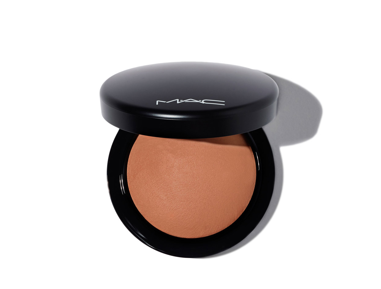 M·A·C Mineralize Skinfinish Natural Powder in Sun Power | Shop now on @violetgrey https://www.violetgrey.com/product/mineralize-skinfinish-natural-powder/MAC-MT7E-12