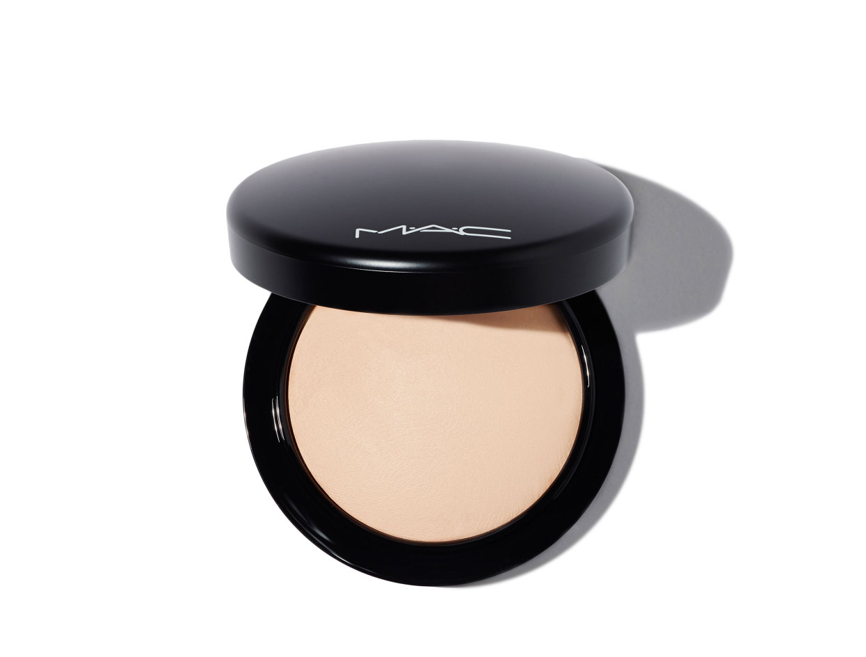 M·A·C Mineralize Skinfinish Natural Powder in Light Plus | Shop now on @violetgrey https://www.violetgrey.com/product/mineralize-skinfinish-natural-powder/MAC-MT7E-13