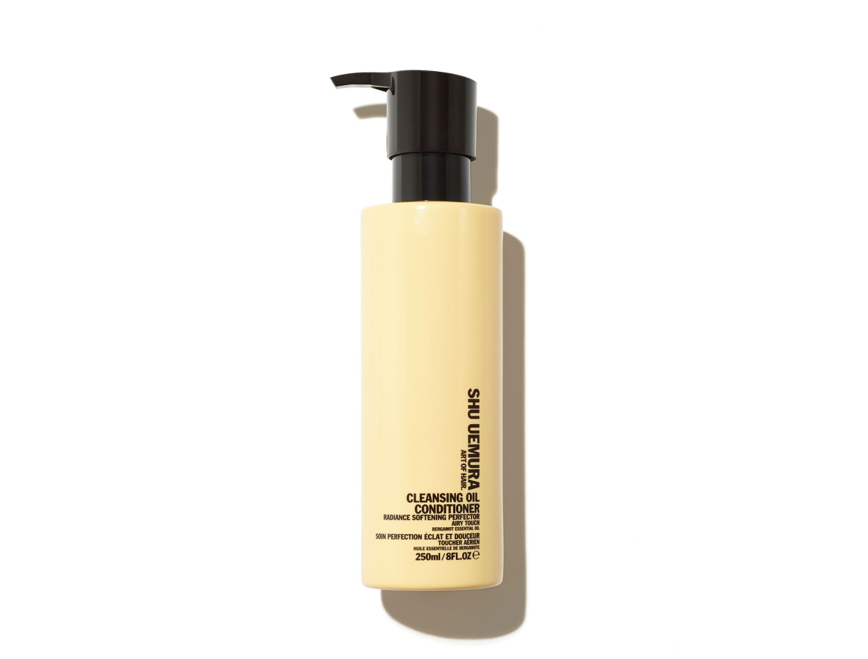 Shu Uemura Art of Hair Cleansing Oil Conditioner Radiance Softening Perfector in 8 oz | Shop now on @violetgrey https://www.violetgrey.com/product/cleansing-oil-conditioner-radiance-softening-perfector/SHU-E0944300