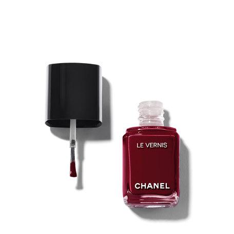 CHANEL Le Vernis Longwear Nail Colour - 18 Vamp | @violetgrey