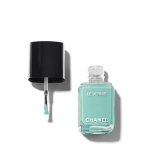 CHANEL Le Vernis Longwear Nail Colour - 590 Verde Pastillo | @violetgrey