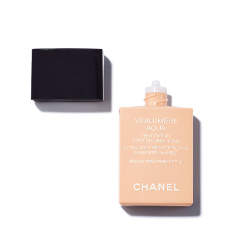 CHANEL Vitalumière Aqua Ultra-Light Skin Perfecting Sunscreen Makeup Broad Spectrum SPF15 - 52 Beige Rosé | @violetgrey