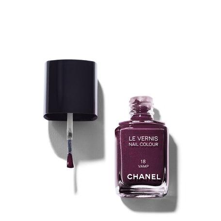 CHANEL Le Vernis Nail Colour - 18 Vamp | @violetgrey