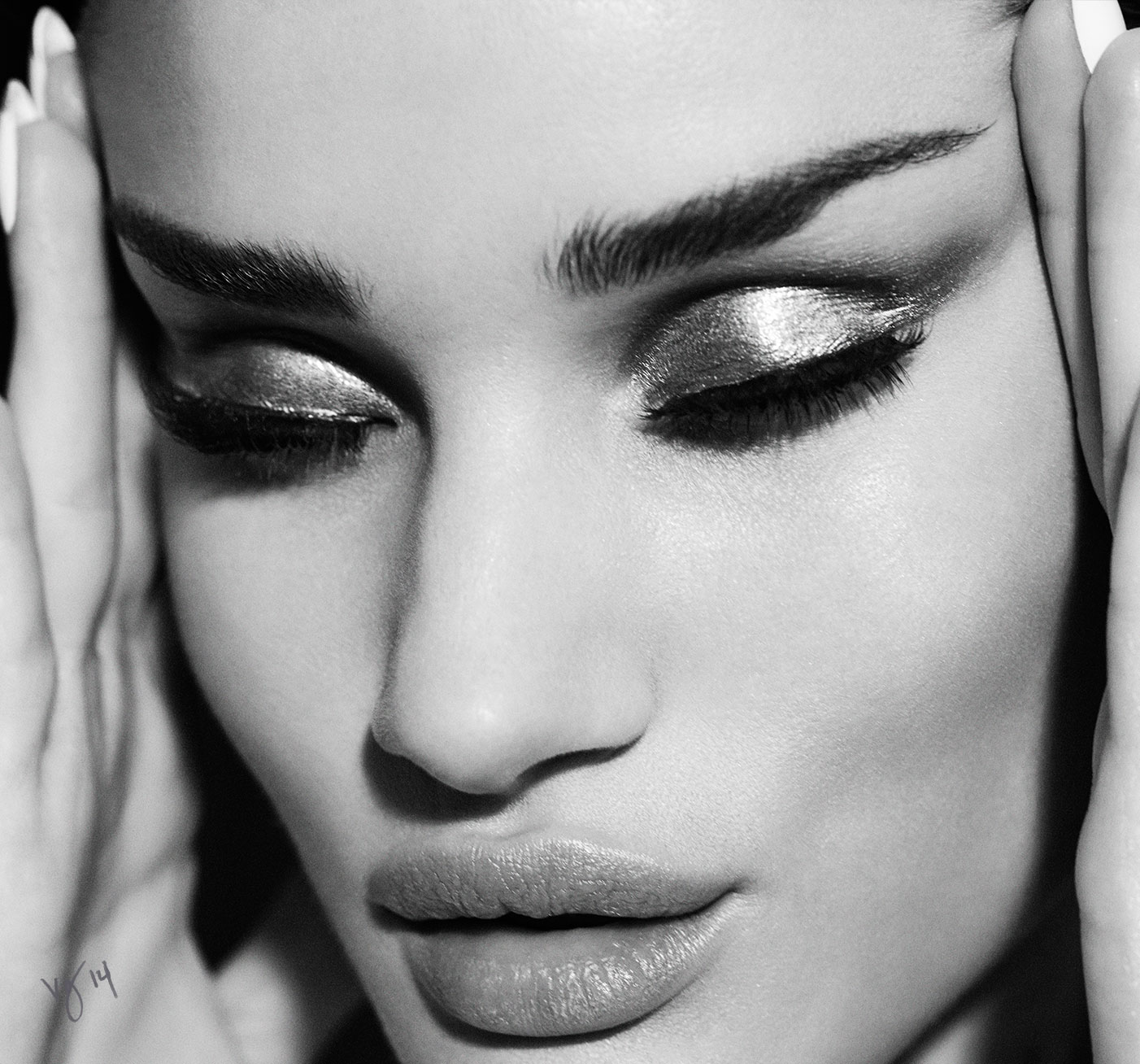 Makeup artist Kate Lee offers a masterfully layered false lash tutorial featuring Rosie Huntington-Whiteley, now on #VioletGrey, The Industry's Beauty Edit