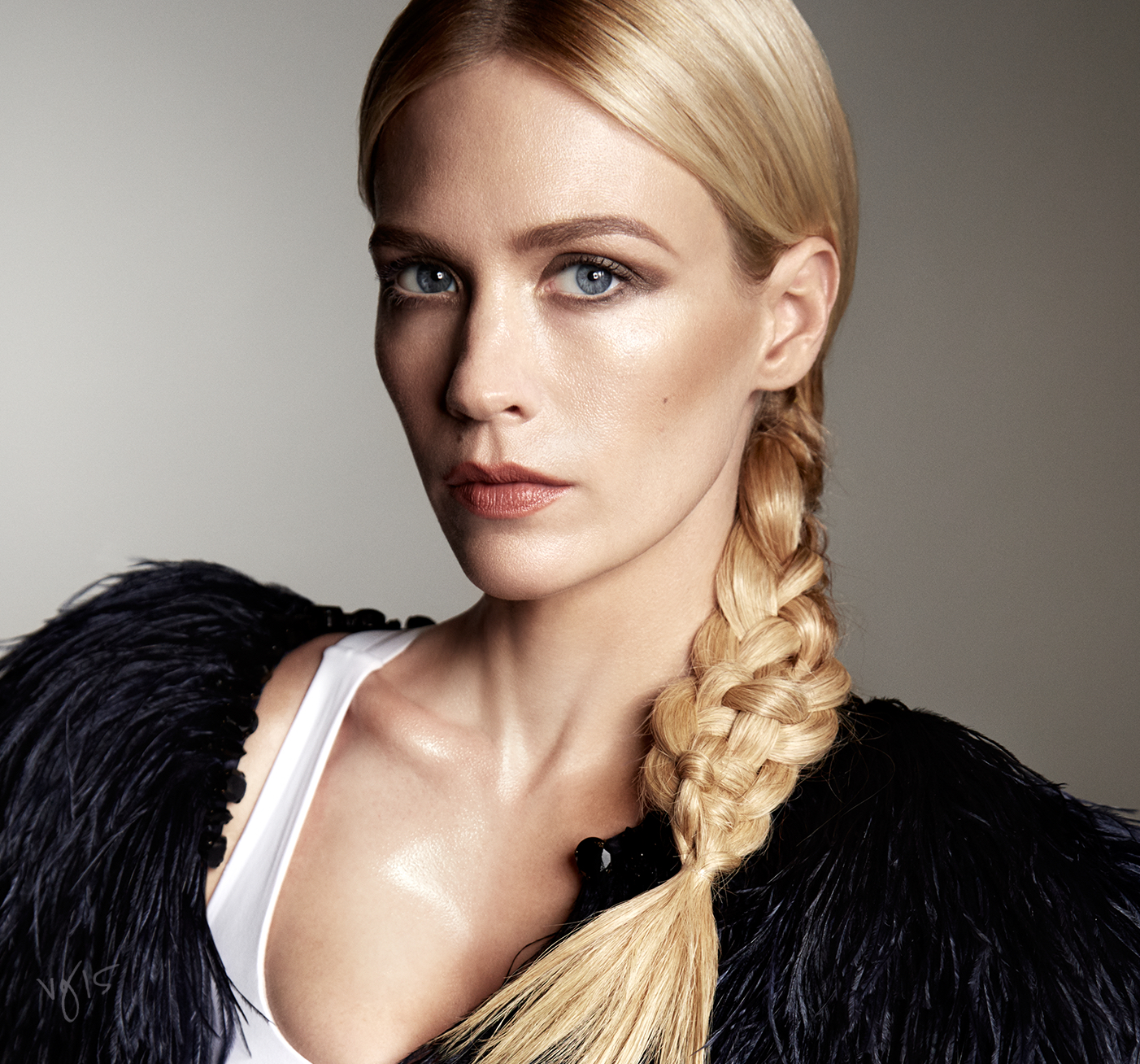 The Wedge Eye Tutorial featuring January Jones for the #VIOLETFILES