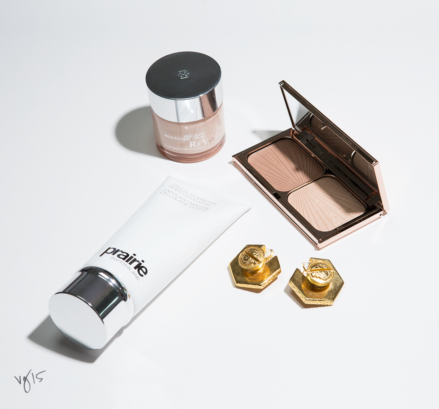 QUICK FIX KIT: Accentuate The Décolleté  |  Learn to pamper and highlight your best asset in three easy steps  |  #VIOLETGREY, The Industry's Beauty Edit