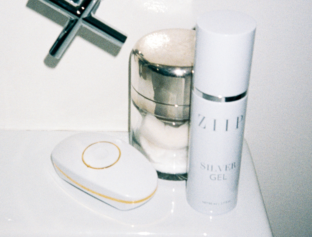 THE DEVICE (AND GEL, AND APP) FOR GLOWING SKIN | THE VIOLET FILES